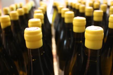 Clandestine blanc 2013 nous avons ciré les bouteilles dans notre cuisine c'était assez agréable (240 bouteilles)